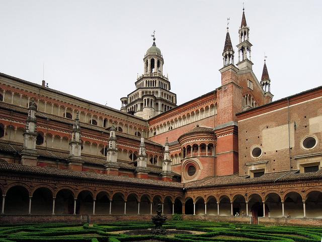 italy offbeat attractions