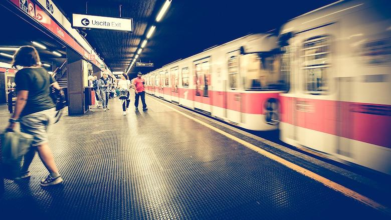learn italian how to book a trip