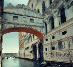 gondola Venice bridge of sighs